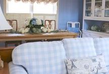 Blue and White Decor / Blue and white is classic and beautiful.