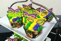 Cupcakes & Mini Cakes / by Karla de Luna