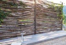 Sichtschutz oder Zaun im Garten / Fences garden / Ein Zaun oder eine Gartenwand wirken je nach Bauart, Material, Platzierung und Dimension ganz anders auf die Umgebung. Hier finden Sie Inspirationen rund ums Thema Zaun und Sichtschutzwand