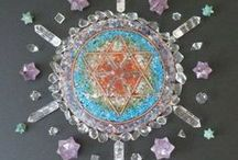 Mandalas of the World / Mandalas made of snow, plants, herbs, roots, flowers, gemstones, crystals, paper and many other items from all over the world.