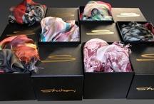 Shibori style / Pashminas made in Italy in micro modal fiber, silk and cashmere. // Pashmine made in Italy in fibra di micromodal, seta e cachemire.