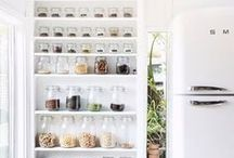 Kitchen Organization / Kitchen organization tips and tricks, how to organize your kitchen, kitchen organization hacks, how to organize your spices, kitchen cabinet organization, fridge organization tips, and more!