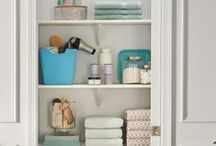 Organizing: Bathroom / Bathroom organization tips and tricks, how to organize your bathroom, bathroom organization ideas, bathroom organization hacks.