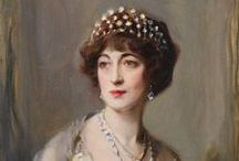 EVELYN WALSH MCLEAN / Evalyn Walsh McLean (1 agosto 1886 a 26 abril 1947) era una heredera minera estadounidense y de la alta sociedad que era famoso por ser el último propietario privado de la 45 quilates (9,0 g) Hope Diamond (que fue comprada en 1911 por $ 180.000 de Pierre Cartier ) [1] , así como otro famoso diamante, el 94 quilates (18,8 g) Estrella de Oriente.En 1908, se casó con Edward Beale McLean , el heredero de The Washington Post y The Cincinnati Enquirer editorial fortuna. Tuvieron cuatro hijos  / by Melkie Torres