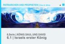 6.KÖNIG SAUL UND DAVID | PATRIARCHEN UND PROPHETEN - Ellen G. White - video / König Saul begann sein Königtum in edler Weise, indem er Gott vertraute. Je weiter er danach von Gott abwich, desto schlimmer wurde es mit ihm. David wurde als Musiker an den Königshof berufen. Sein Harfenspiel beruhigte den Herrscher allerdings nur so lange, bis dieser voll Eifersucht auf den jungen Star wurde, da David auch als Feldherr ständig Siege errang. Der Neid steigerte sich zu Hass, sodass König Saul seinen Schwiegersohn David gnadenlos jahrelang durch die Wildnis jagte.