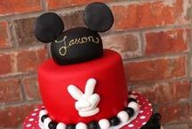 Disney Cakes / Some amazing Disney cakes and cupcakes that would be perfect for a kids birthday party or for any one that absolutely loves anything Disney.  Everything you need to know about Disney can be found at www.temporarytourist.com