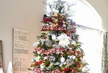 Christmas Trees / Christmas trees decorated beautifully and simply. Rustic Christmas trees, elegant Christmas trees, simple Christmas trees, Christmas tree decorations, Christmas tree garlands, Christmas tree decorating tips, Christmas tree styles