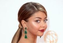 Emmy Awards / http://www.pricescope.com/blog/2013-emmy-awards-jewelry-highlights-long-earrings-emeralds-and-gold