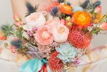 Wedding Flowers / Bouquets and arrangements / by Julie Oliveira