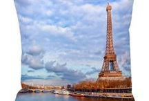 Paris Gifts Ideas / Looking for Paris gift ideas for a friend who loves all things Parisian? Maybe you want to share a gift with a special someone to remind them of your time together in Paris? This is a collection of Paris themed art and decor perfect for gift-giving.