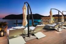 H10 Blue Mar Boutique Hotel, Mallorca / El H10 Blue Mar está situado en uno de los enclaves más paradisíacos de Mallorca, la magnífica playa de Camp de Mar. Este exclusivo Boutique Hotel, está dirigido a público adulto, ha sido recientemente renovado con un interiorismo elegante y contemporáneo. Déjese sorprender por la nueva terraza Chill-Out, el Restaurante Sa Calma, el elegante White and Blue Bar y el centro Despacio Beauty Centre. www.hotelh10bluemar.com / by H10 Hotels
