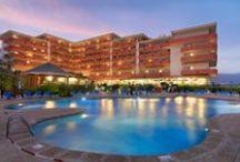 H10 Taburiente Playa, La Palma / El H10 Taburiente Playa se encuentra situado en primera línea de mar, en la frondosa isla de La Palma, conocida por sus bellos paisajes, sus volcanes y su impresionante naturaleza. Este hotel de 4 estrellas se encuentra a sólo 300 m. de la conocida Playa de Los Cancajos. Sus amplias y confortables instalaciones, su variada oferta gastronómica y sus 4 salones de reuniones hacen del H10 Taburiente Playa el lugar ideal para su estancia en la isla. / by H10 Hotels