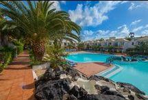 Apartamentos Las Palmeras / Situado en una de las zonas más emblemáticas de Fuerteventura, próximo a las playas de Corralejo y cerca del Parque Natural de las dunas de Corralejo, disponen de agradables apartamentos y estudios equipados con cocina, terraza y baño completo. Entre sus principales atractivos destacan sus extensos jardines, amplias piscinas, una pista de tenis y una pista multideportiva además de un restaurante buffet, snack bar y dos bares. www.h10hotels.com/es/hoteles-fuerteventura/apartamentos-las-palmeras / by H10 Hotels