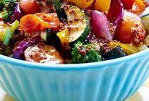 Leichte Salate - kalt und warm / Salate sind doch das perfekte leichte Mittagessen, oder? Auf dieser Pinnwand findet ihr leckere und gesunde Salate.