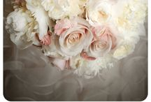 Flowers/Centerpieces / by Kat Bernier