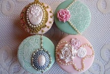 Weddings { Cupcakes } / Square, round, tall and short, cupcake inspiration for your wedding day / by UrbanMuse.ca