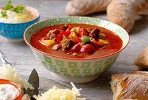 Varma soppor med bröd / Hemmets Journal har tusentals goda matrecept. Gå in på www.hemmetsjournal.se/mat och inspireras! / by Hemmets Journal