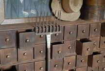 biurka, sekretarzyki, szafki / szuflady, szufladki, szufladeczki, szufladunie, .... ;-)))