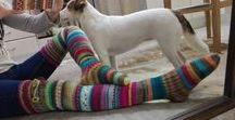 """Neulotut värikkäät Villasukat (Räsykät) Knitted colorful socks -By Minna / Räsykät, eli räsymattosukat. Villasukkamallini olen perinyt rakkaalta mummoltani, siksi nimi on Áhhku, se on saamea ja tarkoittaa mummoa ♥  Värimaailma kumpuaa saamelaisista juuristani, rakastan kirkkaita värejä ja mieluusti tekisin vain riemunkirjavia sukkasia. Kiitän rakasta mummoani siitä, että hän opetti minut kutomaan ja """"kiitän"""" geenejä kädentaidoistani ja värisimästäni.  Handkintted colorful socks with love :)  Villasukka, sukka, socks, knit, knitting, neulottu, neulominen*"""