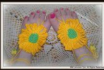 Virkkaus, varpaiset/ crochet, barefoot sandals - By Minna / virkattuja kesävarpaidesi kaunistuksia... hassuja, värikkäitä ja hauskoja varpaisia.  crochet colorful and happy barefoot sandals