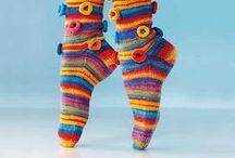 Upeita villasukkia ja säärystimiä- wonderful socks and legwarmers ♥ / Värikkäitä, superihania, taidokkaasti tehtyjä villasukkia aj säärystimiä. Ihailen!  Colorful, awesome and beautiful socks and legwarmers LOVE them all!