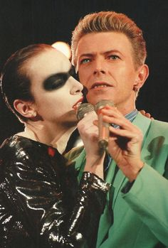 Annie Lennox & David Bowie performing 'Under Pressure' at the Freddie Mercury Tribute, Concert for Life. 1992