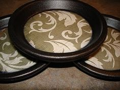 Coasters made from terracotta pot bases... Smart. Better than tiles, the water can't drip off the edge this way. Genius.