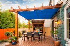 maison bardage auvent toile bleu pergola