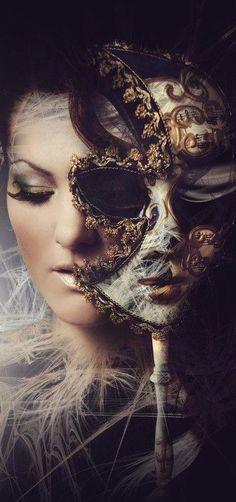 Les masques pour la personne des taches après les acnés