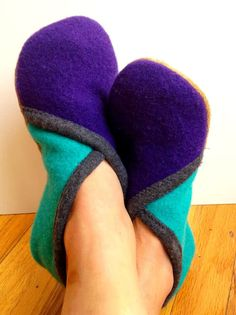 youmakeitsimple: Crossover Slippers. Felted wool with puffy paint grips on the bottom. Christmas gifts?