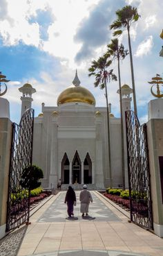 Brunei central mosque worshippers on way to prayers