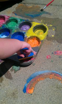 DIY Sidewalk Paint by messyhandslessonplans: 2 TB cornstarch + 2 TB water + 6-8 drops of food coloring OR: 1TB baking soda + 1TB washable paint + 2TB water #DIY #Kids #Sidewalk_Paint