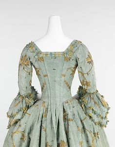 Dress (Robe à l'Anglaise)  Date: 1770–75 Culture: British Medium: silk, metal Dimensions: Length at CB: 53 in. (134.6 cm) Credit Line: Brooklyn Museum Costume Collection at The Metropolitan Museum of Art, Gift of the Brooklyn Museum, 2009; A. Augustus Healy Fund, 1934 Accession Number: 2009.300.648