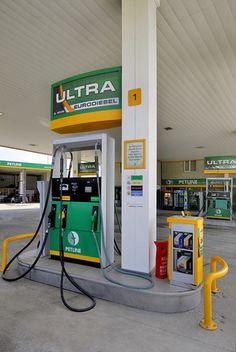 Petline-gas-pump by Minale Tattersfield, via Flickr