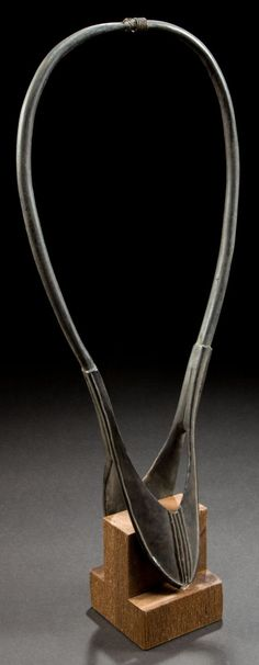 A KENYAN CARVED HORN ERRAP -  Massai, early 20th century