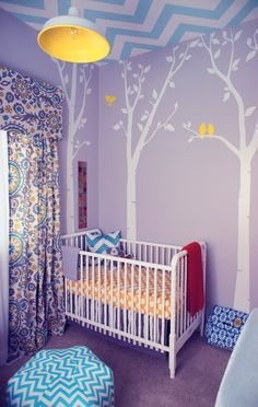 This is an amazing #bumperless nursery. Just spectacular! Awesome chevron ceiling and I spy a fantastic giraffe.