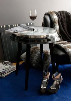 diy/ the table clock...if you had a big enough clock it would make an awesome coffee table - I have a huge clock i don't know what to do with..hhmmmm....