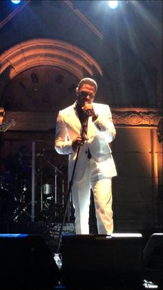 Maxwell performing 'This Woman's Work'