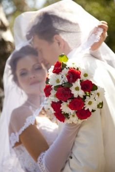 Red and white wedding flowers