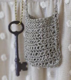 Crochet Pouchy Pouch Necklace. I love this and I can see embellishing it with tiny flowers.❀ Compliment of Maize Hutton! Thanks for sharing! ¯\_(ツ)_/¯CQ