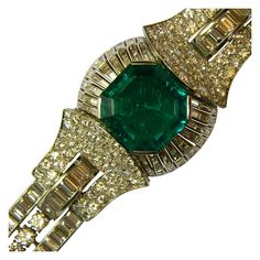 A magnificent bracelet manufactured in France in the Art Deco period, with superb quality and size Colombian emerald (40ct approx), and approx 70 cts of diamonds (brilliant and baguette cut), mounted in platinum. 1920s
