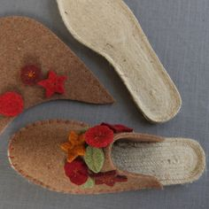 Amanda is making theseJoe's Toes slippers with felt slipper tops and flowers and jute espadrille soles with rubber underneath - Joe's Toes has everything you need to make your own slippers!