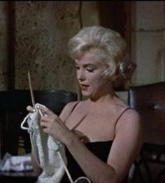 Marilyn Monroe Knitting