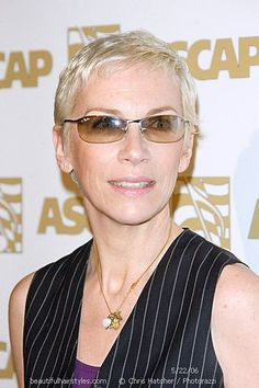 http://www.beautifulhairstyles.com/short/very/annielennox.html