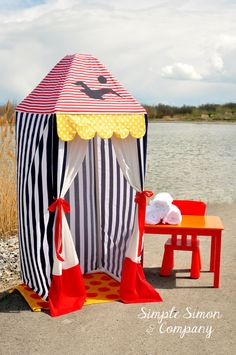 This would be great for pool-side changing this summer! Make a PVC Summer Cabana! -- Tatertots and Jello
