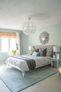 DIY:: Beautiful Budget Master Bedroom Makeover ! So many Low Cost Beautiful Easy Home Decor Tips And Tutorials in this amazing Post !