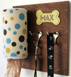 Keep everything handy with a personalized dog leash holder! A piece of wood, a wipes container and a couple of hooks make it stylish yet inexpensive. - Everyday Dishes & DIY