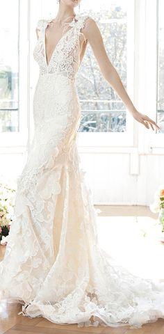 Lace appliqué wedding gown / YolanCris