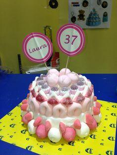 Deliciosa tarta de cumpleaños de Dulce Diseño Nervión para Laura. ¡Felicidades!