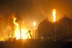 Imágenes aterradoras de la tragedia de Amuay: un fotógrafo las tomó esta noche dentro del complejo